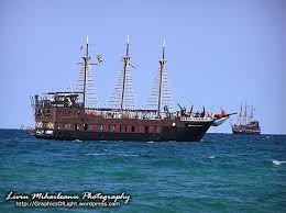 Pirate ship full of life