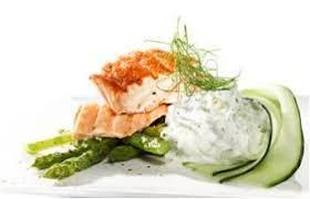 Filetes de salmão grelhados com salada grega Images?q=tbn:ANd9GcTBJGzI9c__5-tM1jNOMPzXFdLiHDtGUAzGZZLmbMbNVC_082QP