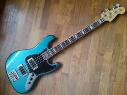 Mostre o mais belo Jazz Bass que você já viu - Página 4 Images?q=tbn:ANd9GcTFBGBaEP9gijLhhBeFmuRX63xCgpXHnBMxahu_G_EJLlMN64nXxvWTjsXi