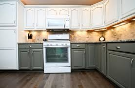 Kitchen Cabinet Decor Ideas by Mix And Match Two Toned Kitchen Cabinets Decorating Good Flooring
