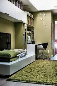 beautiful modern bedroom decoration using modern glass wall