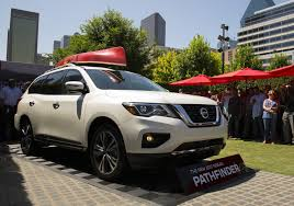 nissan pathfinder new price 2017 nissan pathfinder debuts with new look more power