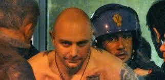 Ivan Bogdanov estava escondido dentro de ônibus de torcedores da Sérvia - o-torcedor-servio-ivan-bogdanov-foi-detido-pela-policia-italiana-1286983167309_615x300