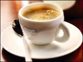 Loja londrina vende cafezinho extraído de fezes de gato por R$168