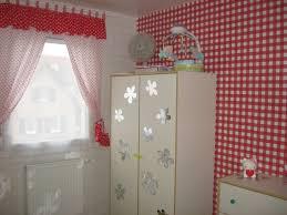 Extravagant meublé et décoré-chambre-pour-une-fille-dans- rouge et blanc