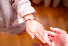 Красная нить оберег на запястье как сделать своими руками, видео, фото, МК?