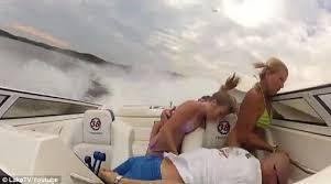 Shocking video captures moment boat crashes on Missouri lake     Daily Mail