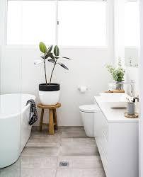 Bathroom Interior Design Ideas by Best 20 Small Bathroom Layout Ideas On Pinterest Tiny Bathrooms