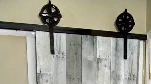 Diy Barn Doors by On The Fly Diy U0027 Sliding Barn Door Youtube