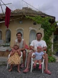 Robert Alcock \u0026amp; Almudena Garrido. 1970, Devon, UK 1969, Bilbao. Robert, Almudena, Sofia y Nora. contacto: ralcock(arroba)uskalnet(punto)net - PC%20133%20[800x600]