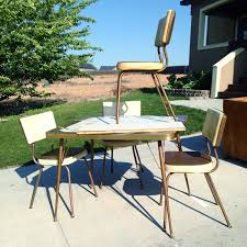 Spray Painting Metal Patio Furniture - how to make over a vintage vinyl dinette set using spray paint