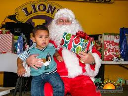santa spreads christmas cheer at the annual lions u0027 children