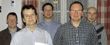 Zu Ehrenmitgliedern ernannt wurden (vorne von links) Christoph Metzler und Kurt Isele. Das Vorstandsteam mit Patrick Isele, Rainer Jehle und Daniel ... - 42764227