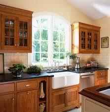 Kitchen Backsplash Cherry Cabinets by Best 25 Cherry Wood Cabinets Ideas On Pinterest Cherry Kitchen