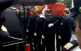 Vanmorgen is in Enschede brandweerman Theo Hesselink begraven, een van de vier brandweermannen die zaterdag omkwamen ... - A000519