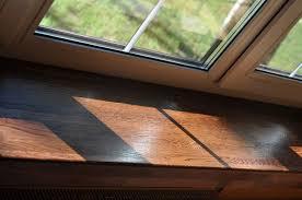 Нужно ли обрабатывать чем-либо деревянный подоконник перед покраской?