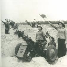 Ayuda de la URSS a Vietnam del norte Images?q=tbn:ANd9GcToWi9mEsaTlw1fprF5c802iK1z8N5usplitMZNX9tUVpP2xYUuzbEzvWo5pw