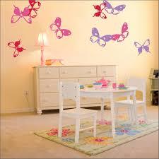 Charming Butterfly Themed Girls Bedroom Ideas Rilane - Girls bedroom wallpaper ideas