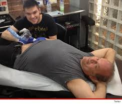 Kelsey Grammer got a new right hip tattoo
