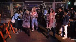 halloween horror nights universal behind the thrills video zombie outbreak at universal studios