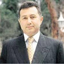 Mehmet Emin Karamehmet, 1 Nisan 1944 tarihinde Mersin'in Tarsus ilçesinde doğdu. Aslında ilk nüfus kayıtlarında soyadı Karamehmetoğlu şeklinde geçerken ... - mehmet_emin_karamehmet_2