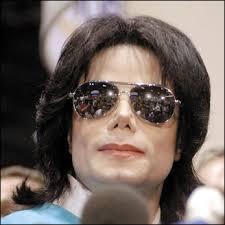 هل أسلم مايكل جاكسون؟