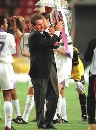 Juup Heynckes con la Copa de Europa lograda en el Real Madrid