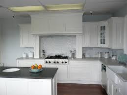 White Kitchen Backsplash Ideas HomesFeed - White kitchen backsplash ideas