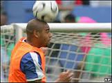 Adriano sonha em presentear filho com gol e título