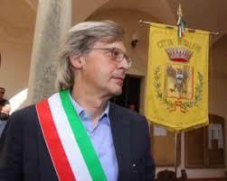 Urla e dimissioni di Vittorio Sgarbi