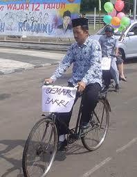Guru naik sepeda