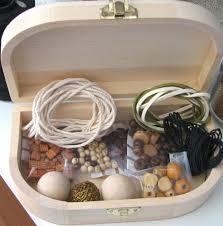 http://t2.gstatic.com/images?q=tbn:JCcSF8fIfi-O1M:http://bijoux-et-perles.les-creatifs.com/photosarticles/bt_perles_bois_tg.jpg