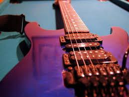 Guitarras, guitarras y mas guitarras (imagenes)