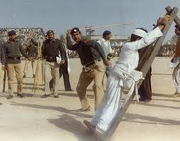 Ilustrace k článku: Tresty podle práva šaría – ukamenování, bičování nebo useknutí ruky (ČT)