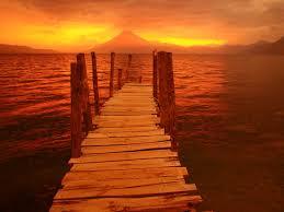 يضايقني الحكي عنك وتشعل سيرتك ناري volcano-sunset.jpg