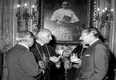 Videla (genocida presidente de facto 1976-81), Celedonio V. Pereda (presidente Sociedad Rural 1976-1978) y Juan Carlos Aramburu (Arzobispo de Bs.As 1975–1990) tomando unas copas.