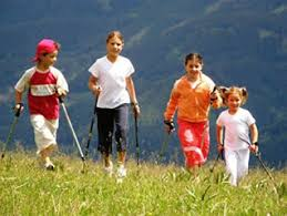 NORDIC WALKING Valle di Fiemme, giornata senz'auto ma con i bastoncini da Nordic Walking
