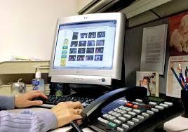 Νεαροί εργαζόμενοι θέλουν υπηρεσίες κοινωνικής δικτύωσης και τις δικές τους συσκευές στην εργασία...