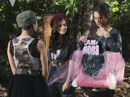 http://t2.gstatic.com/images?q=tbn:h55-2zr_Y_ShTM:http://prettylittleliarsseries.com/wp-content/uploads/2010/08/pretty-little-liars-season-1-episode-10-s1e10-keep-your-friends-close-400x300.jpg&t=1