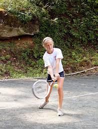 nuovi utenti - Pagina 3 Child-playing-tennis