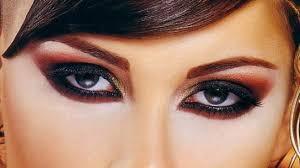 مايجذبني هي رسمة تلك العيون ساحره بروعتها