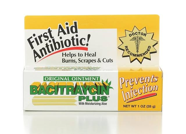Bacitraycin Plus First Aid Antibiotic - Original, with Moisturizing Aloe, 1oz
