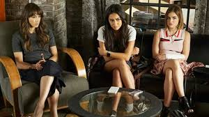 Pll Halloween Special 7 pretty little liars characters who could have an elusive twin