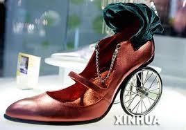 احذية غريبة وعجيبة images?q=tbn:ANd9GcR