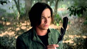 Pll Halloween Special by Tyler Blackburn Talks Pretty Little Liars Halloween And Ravenswood