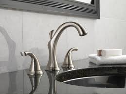 Delta Victorian Bronze Bathroom Faucet by Faucet Com 3592lf Cz In Champagne Bronze By Delta