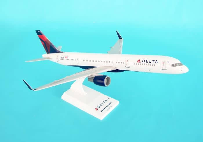 Daron Skymarks SKR545 Scale Vehicle Plane Model Toy - Delta Airlines Boeing 757
