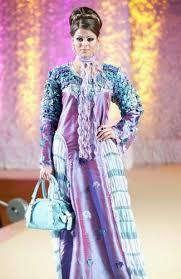 ملابس على الموضة.......... images?q=tbn:ANd9GcS