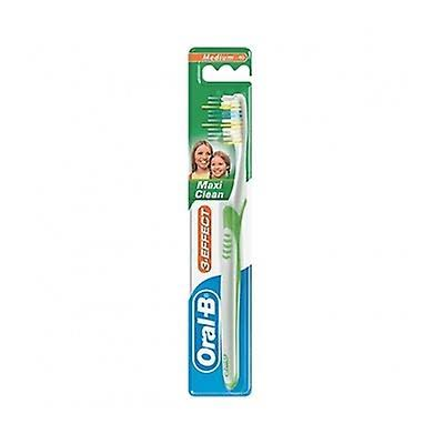 Oral-B 123 Maxi Clean Manual Toothbrush - Medium