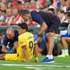 El minuto fatídico del Barcelona: tiro en el palo y lesión de Luis Suárez